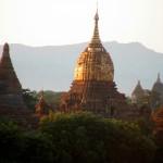 BAGAN coucher soleil sur pagodes