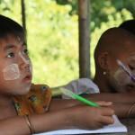 écoliere dans village chin