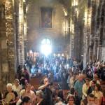 foule église STES MARIES