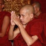 moine en devotion