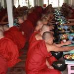moines au refectoire