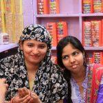 vendeuses de bracelets KARAULI