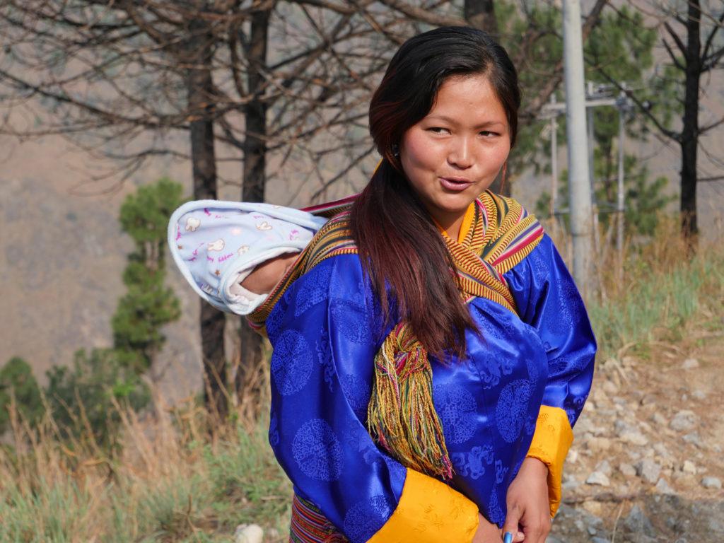 femme bhoutanaise et son bb