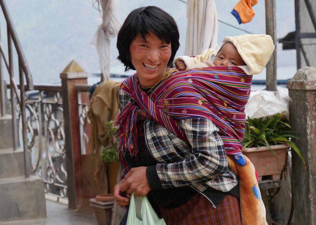 mère et son bébé à TZANGKHAR